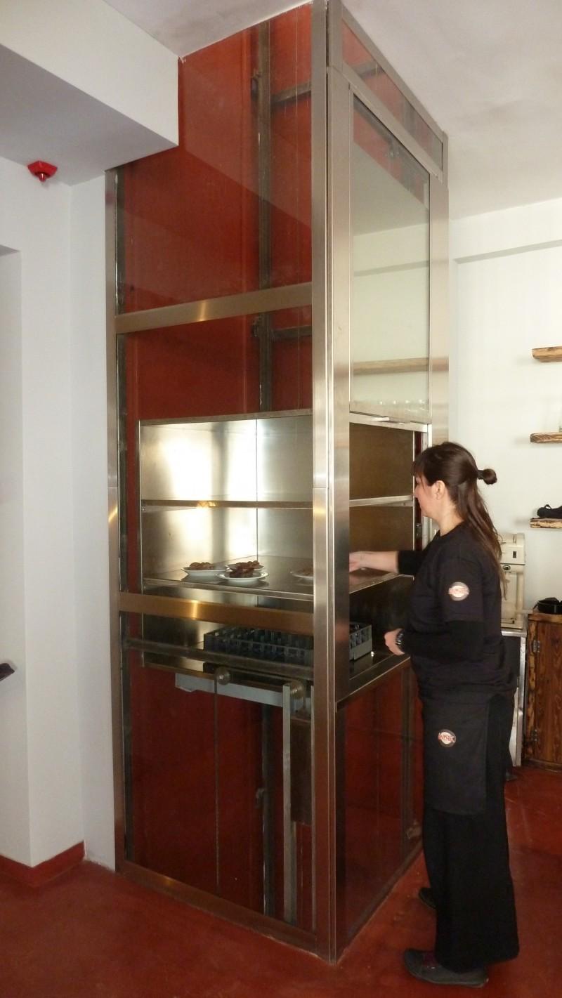 Ειδικής κατασκευής ηλεκτρομηχανικός ανελκυστήρας- εστιατόριο Mystic pizza&pasta