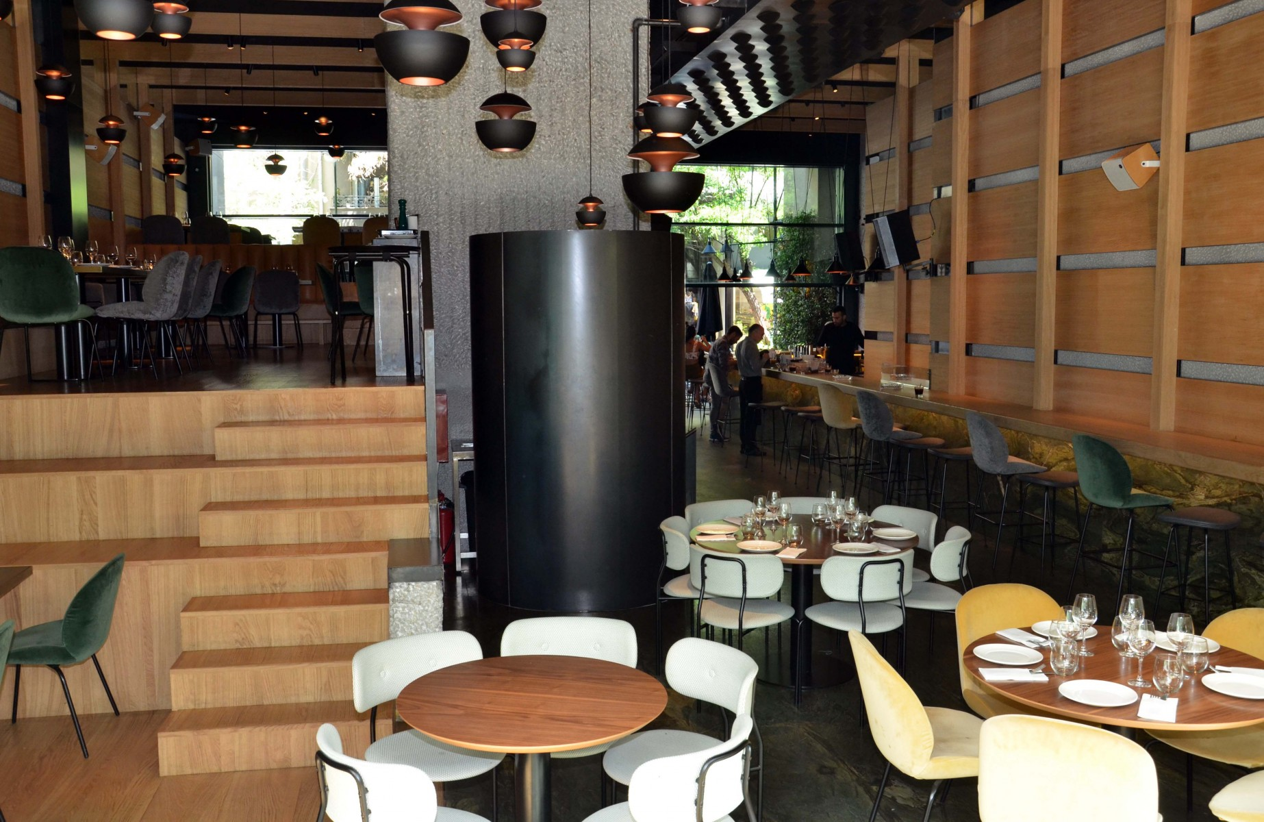 Ειδικής κατασκευής υδραυλικός ανελκυστήρας- Bar Restauran Zurbaran Athens.